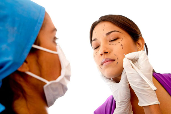 cosmetic procedure risks are reduced by doctor's knowledge
